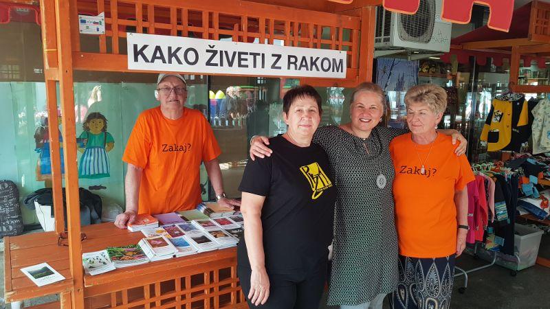 Člani Društva invalidov na Tržnem dnevu (foto_arhiv Občine Tržič)