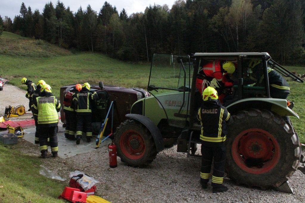 Prikaz reševanja v prometni nesreči, Foto: Jakob Gradišar
