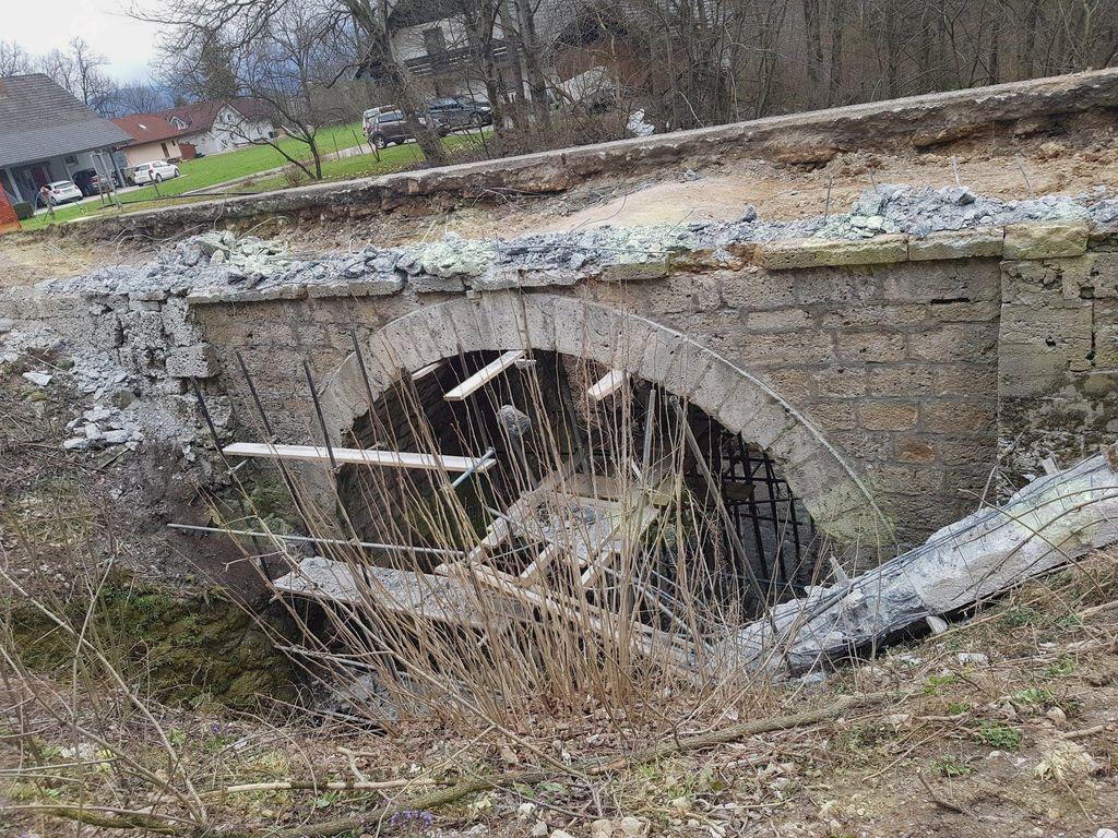 Obnova spomeniško zaščitenega kamnitega mostu