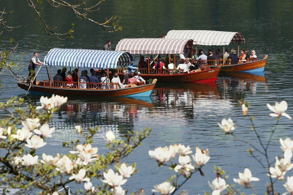 V soboto prepoved plovbe vseh plovil po Blejskem jezeru
