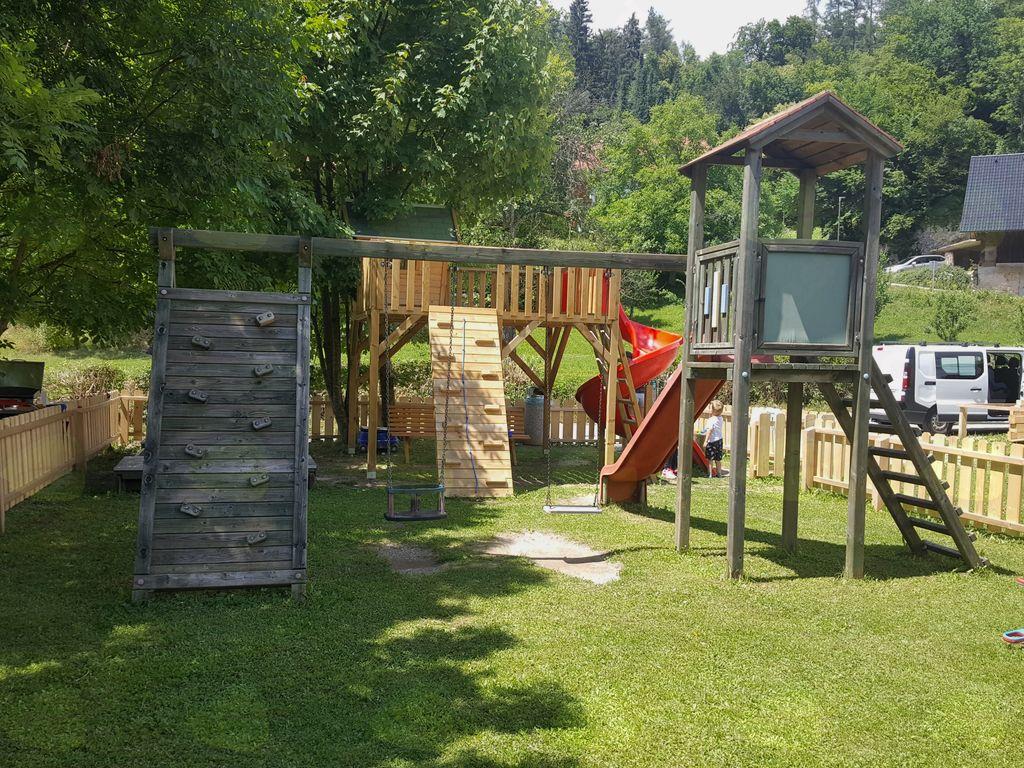 Krajani Zazera imajo novo otroško igrišče