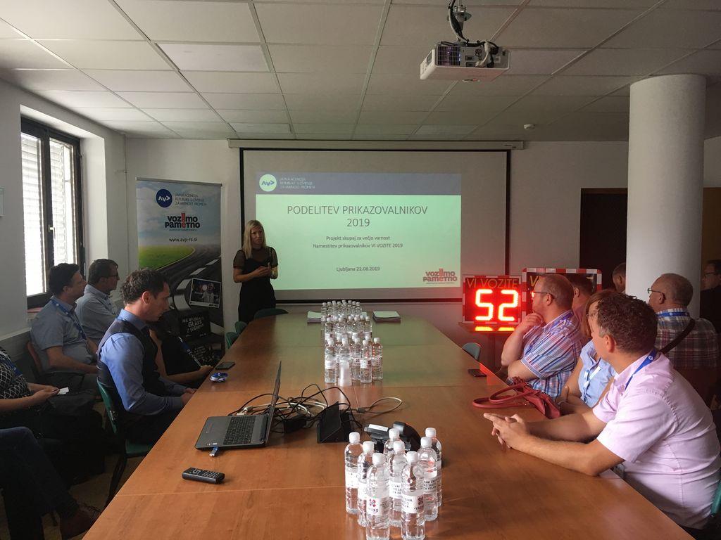 Agencija za varnost prometa podelila prikazovalnik hitrosti tudi Občini Bled