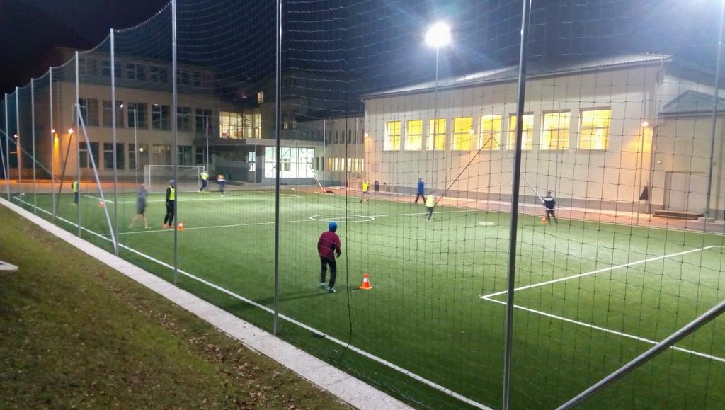 Umetna razsvetljava prenovljenih šolskih športnih igrišč