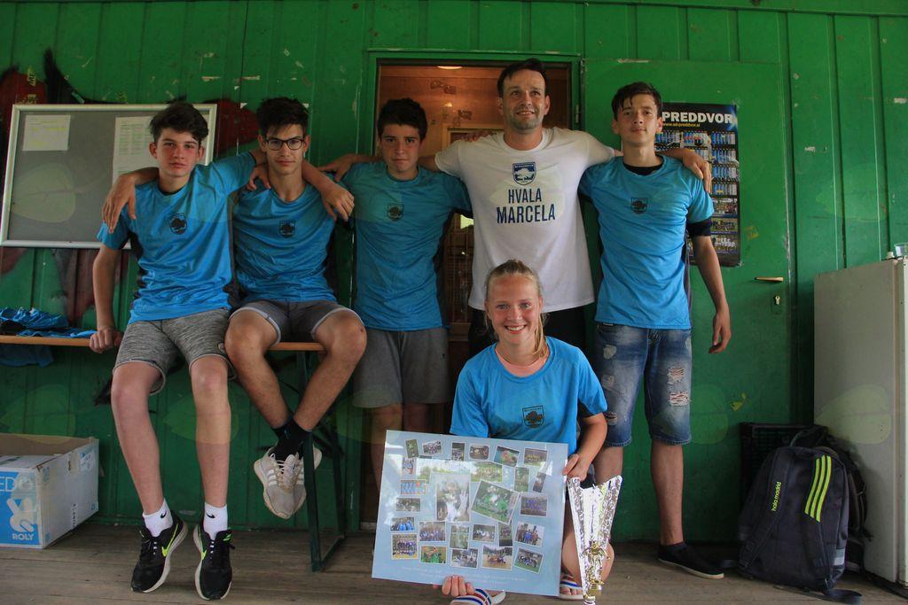 Marcela Kos in trener David Golob s svojo ekipo