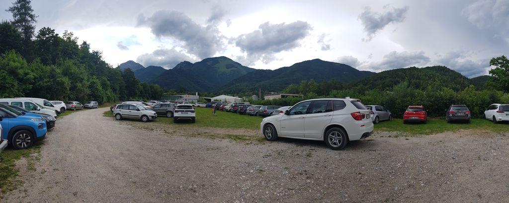 Parkirišče polno zasedeno