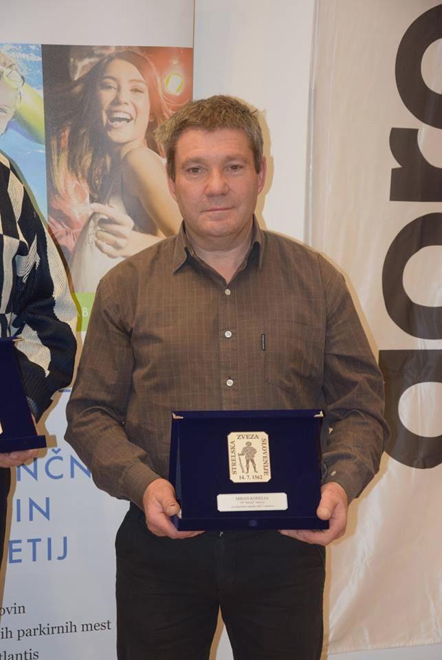 G. Miran Kodelja s srebrno plaketo SZS. Foto: Branko Košir