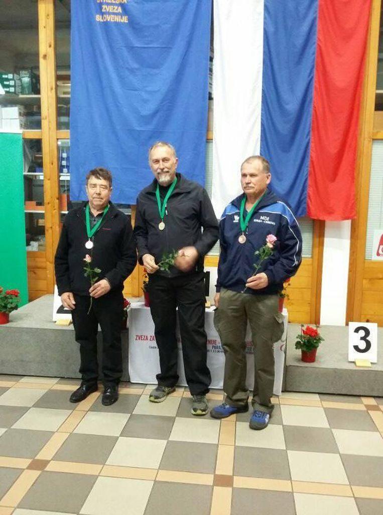 Prejemniki medalj v kategoriji NAC z zračno puško na 10 m z leve: Stanislav Mahne, Rajko Breščak in Vladimir Kržišnik