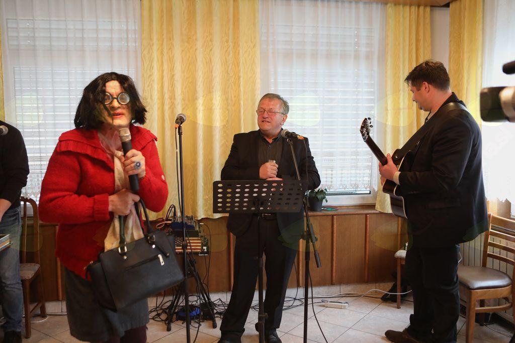 Oto Nemanič in Jurij Čemas in povezovalka Jožica kot Matej Mlakar