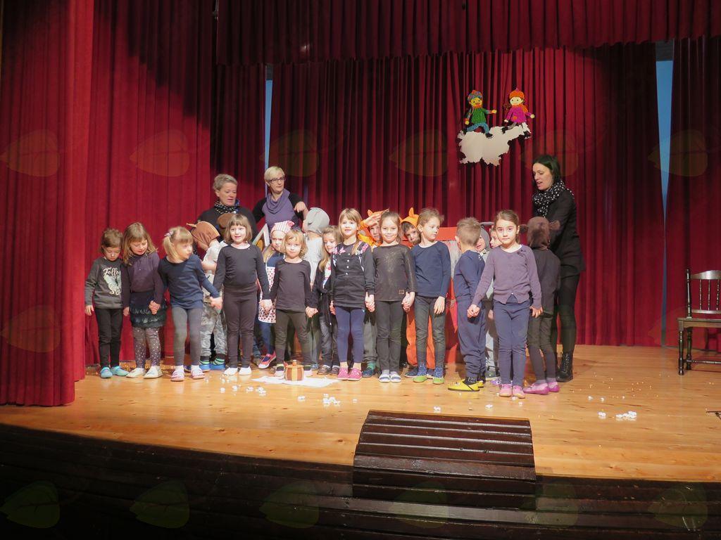 Območno srečanje otroških gledališč v Dobrniču