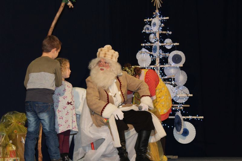 Dedek Mraz je poskrbel za veselje otrok