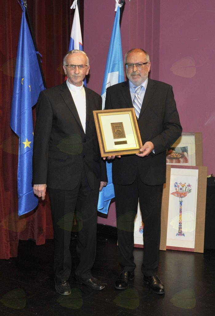 Jože Mikuš in župan Andrej Maffi. Foto: Foto atelje Pavšič Zavadlav