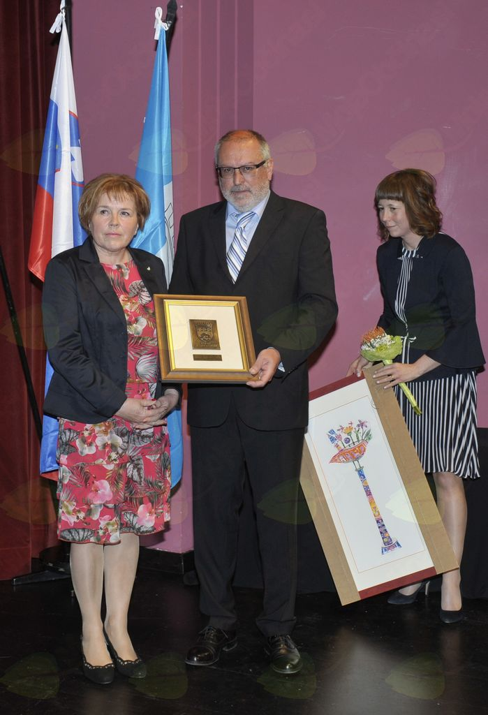 Nagrado občine za leto 2018 je za KD »SVOBODA« Deskle  prevzela Danila Schilling. Foto: Foto atelje Pavšič Zavadlav