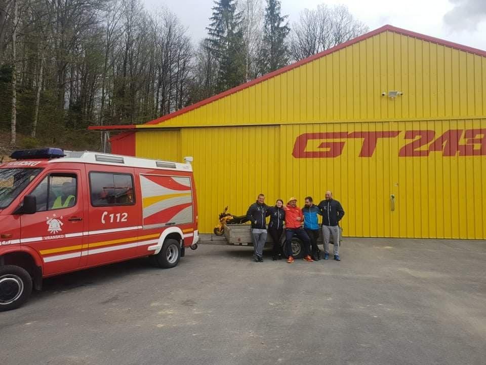 Gasilci priskočili na pomoč pri transportu zbranih pločevink na osrednje zbirno mesto