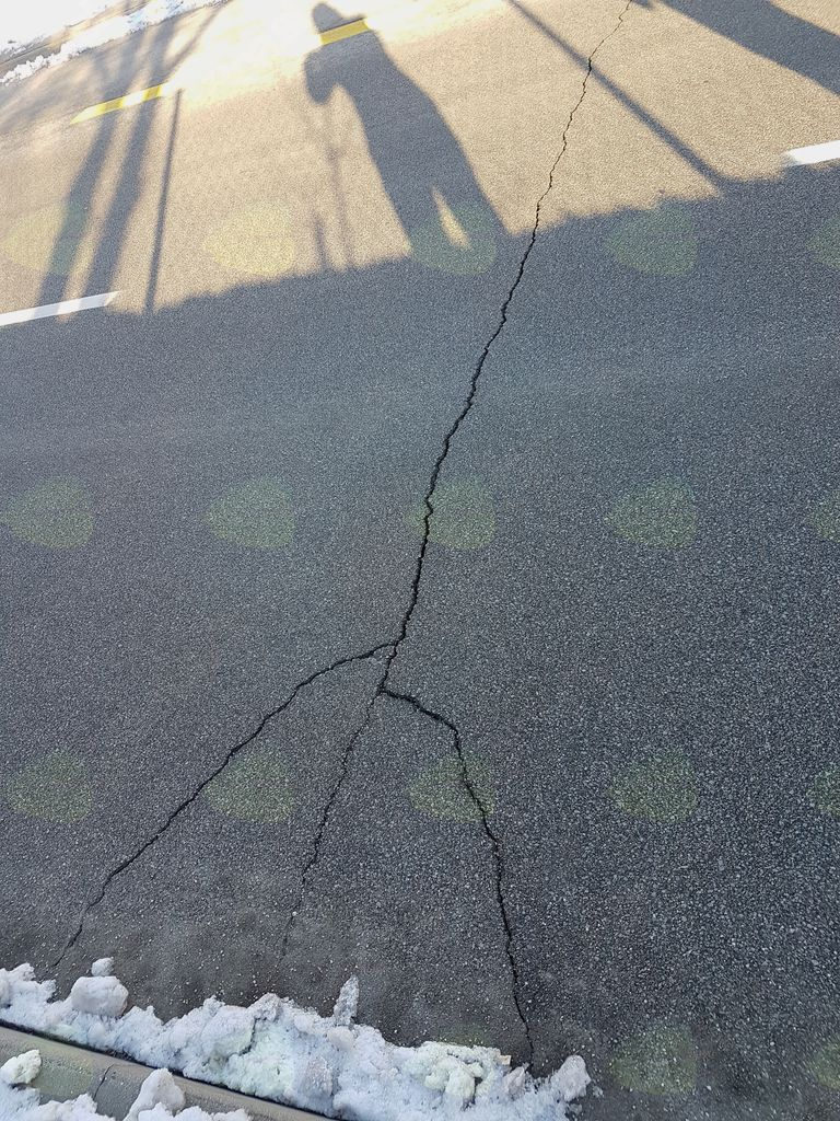 Sanacija asfalta na Srednji Beli