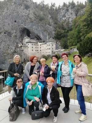 Članice Sekcije frizerjev pri OOZ Radovljica obiskale seminar v Logatcu