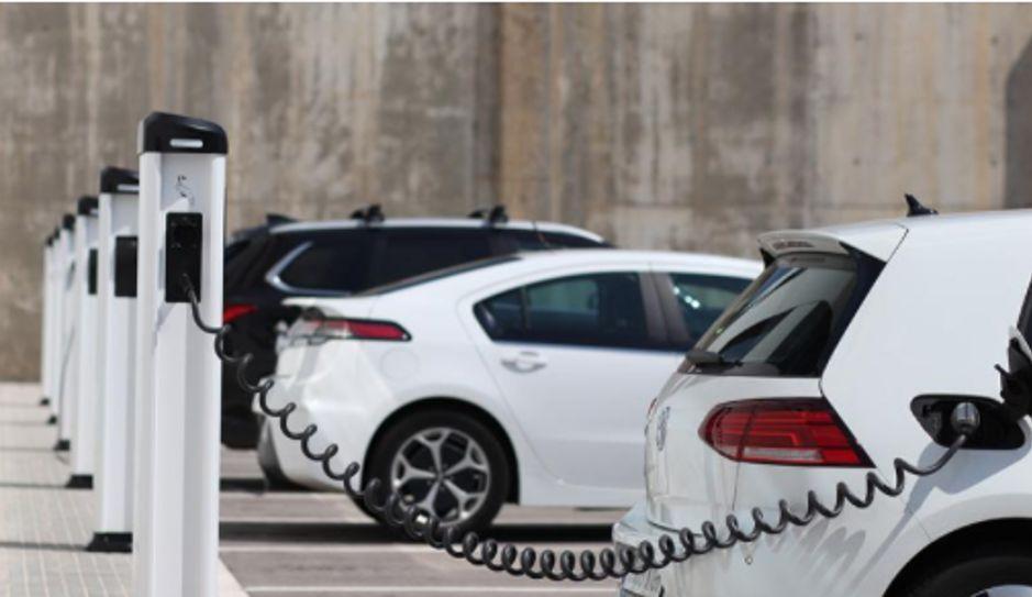Obvezna postavitev ePOLNILNIC za električna vozila pri gradnji in prenovi stavb