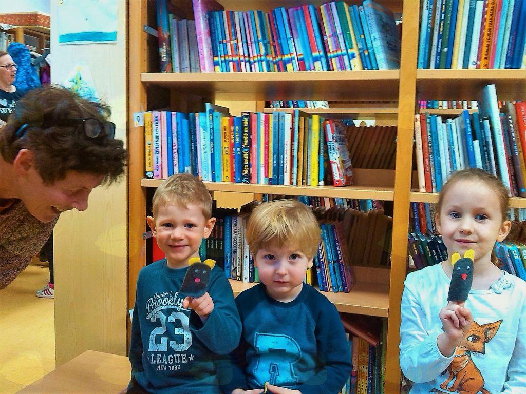Mala miška v knjižnici – a le v pravljici