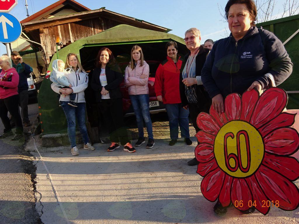Konjerejci svoji članici za 60. jubilej postavili mlaj