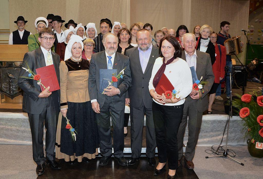 Nagrajenci z županom Francem Sušnikom