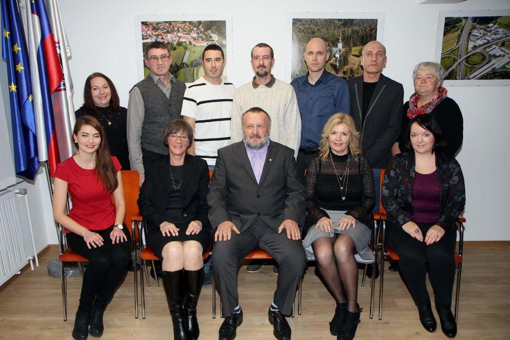 Novi člani občinskega sveta z županom Francem Sušnikom