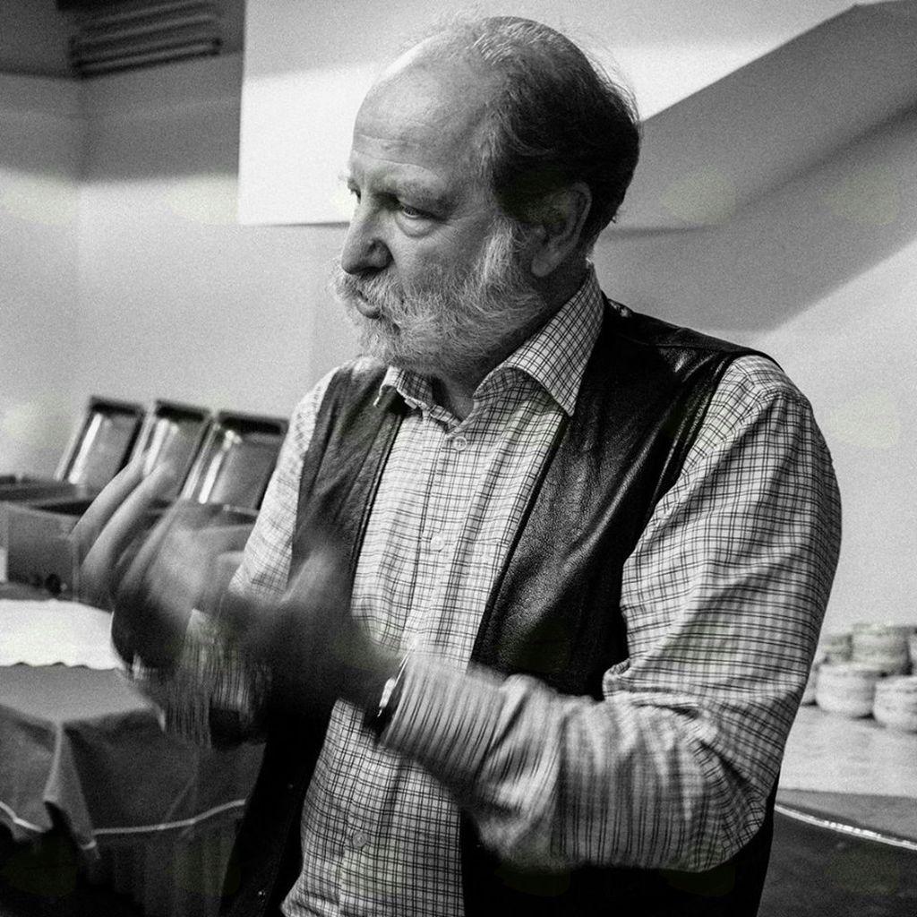Deluje tudi kot oblikovalec zvoka za film in video ter je prepoznaven na področju kreiranja zvočnih prostorov za javne prireditve, muzeje in galerije.