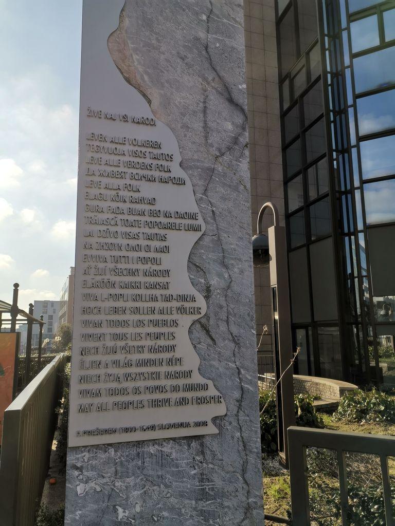 Spomenik Zdravljici na trgu Schuman