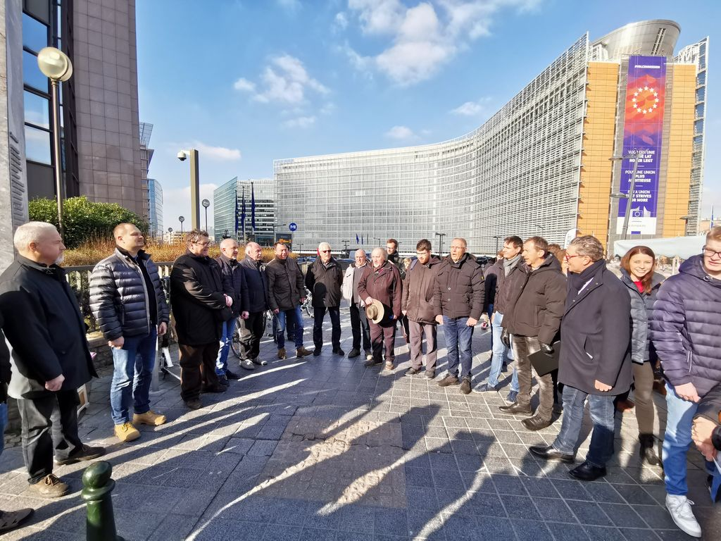 Pred stavbo Evropske komisije je zadonela slovenska pesem
