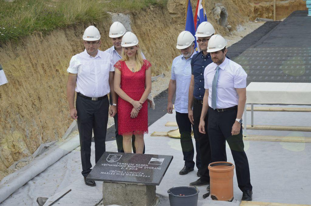 Temeljni kamen pri OŠ Janka Kersnika na Brdu že postavljen