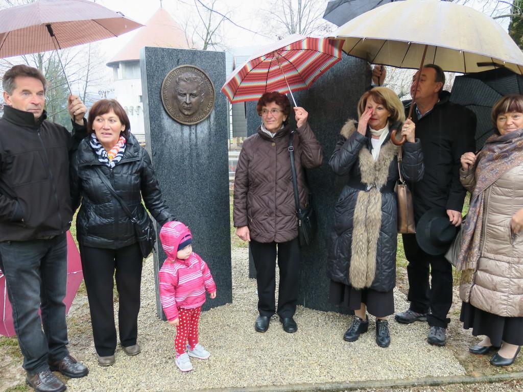 V Parku znanih Suhokranjcev je bilo odkrito 3. spominsko obeležje
