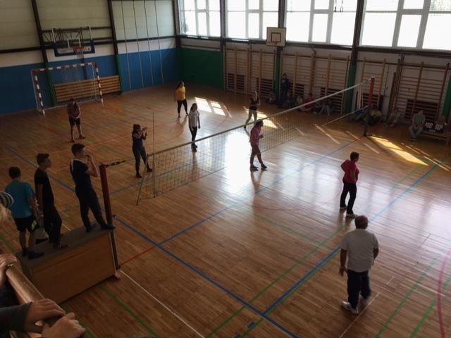 Odbojkarski turnir med učenci in delavci šole.