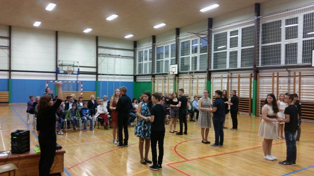 Plesni nastop učencev plesnega krožka.