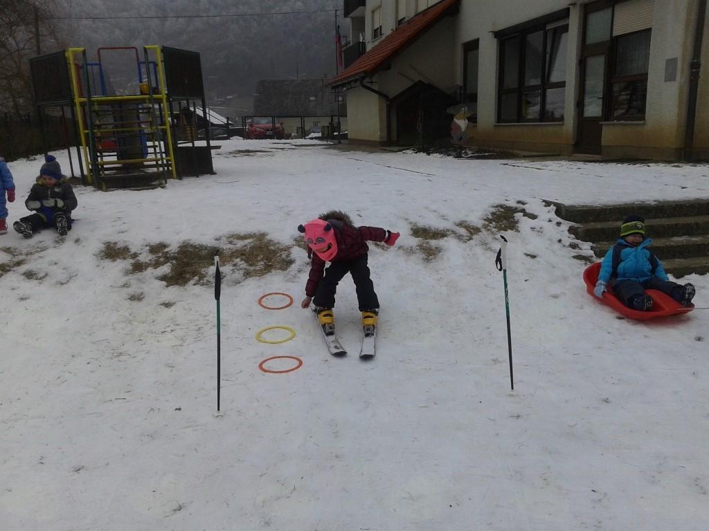 Sneg, mraz in zimske aktivnosti  v Vrtcu Čebelica