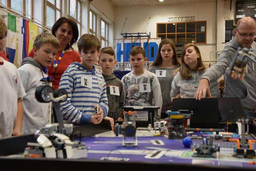 Naš robot na robotski mizi pred tekmovanjem.