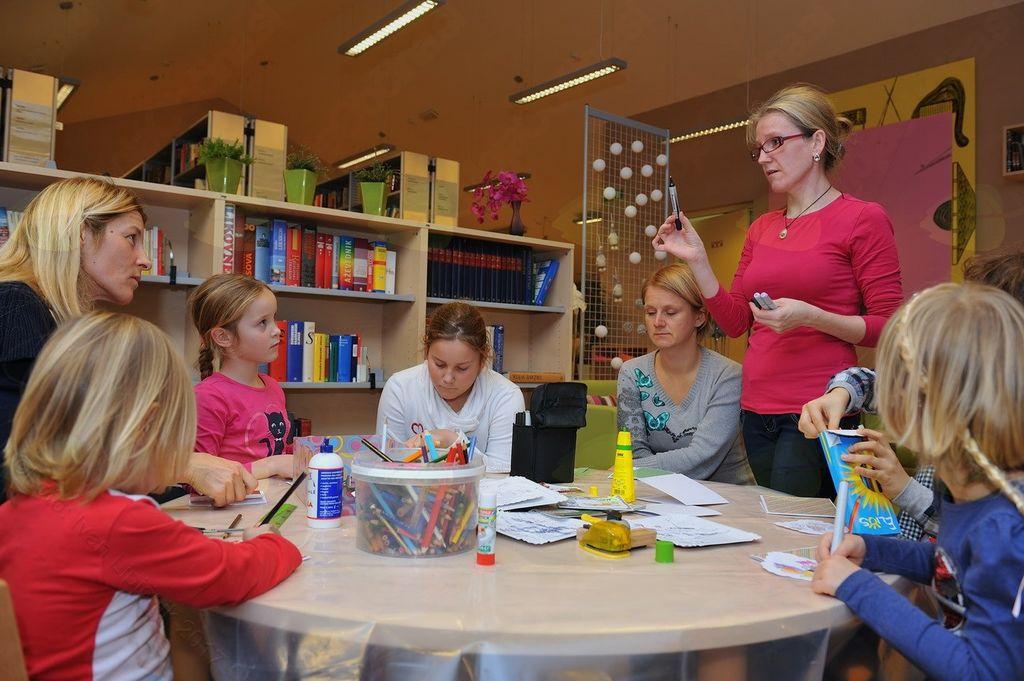 Izdelovanje božično-novoletnih voščilnic s Klementino Slapnik
