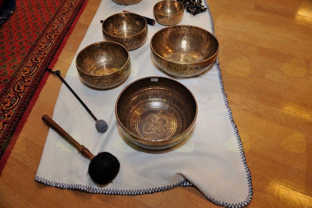 Gong in tibetanske sklede s Tajano Vrbnjak