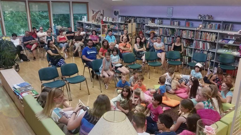 Preboldski drugošolci šolsko leto zaključili z bralnim druženjem v knjižnici
