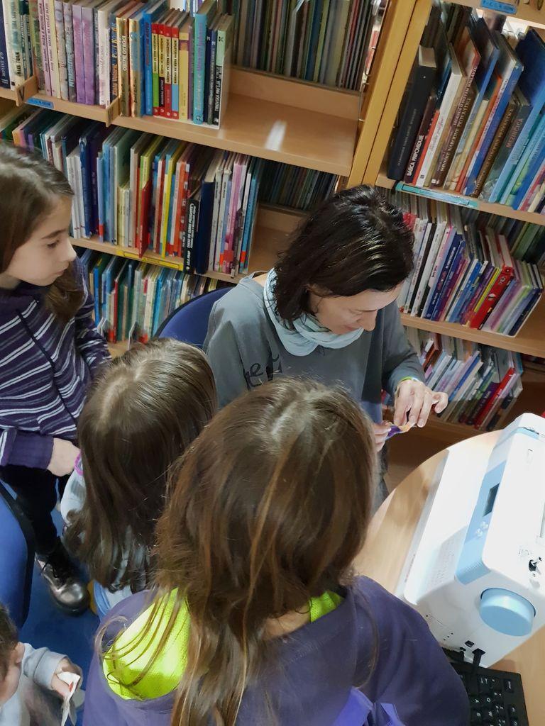 Pravljična ura v Občinski knjižnici Tabor