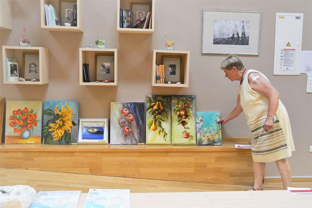 Tri likovne sekcije razstavljajo v preboldski knjižnici