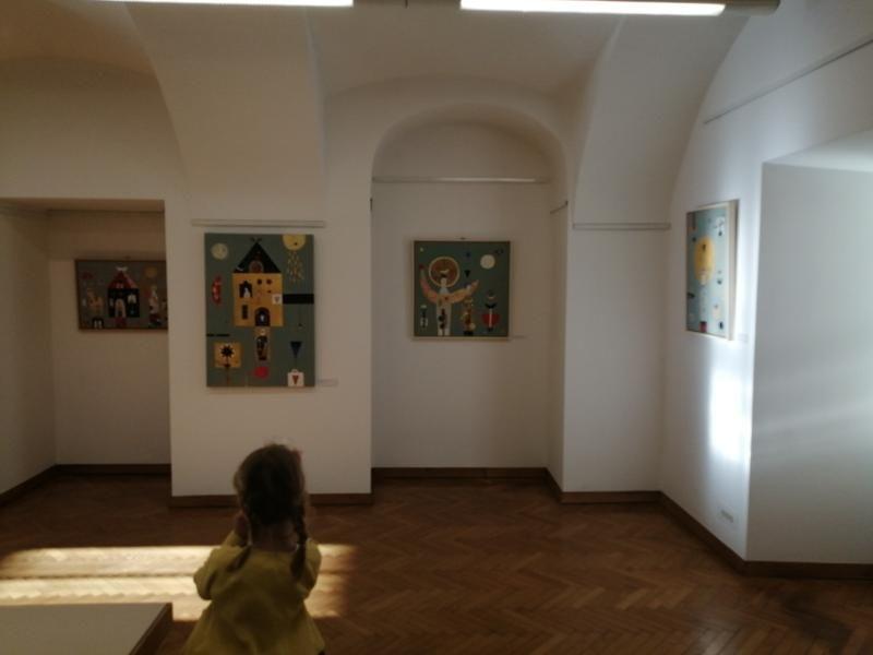 Polona Kunaver Ličen razstavlja v Galeriji Družina v Ljubljani