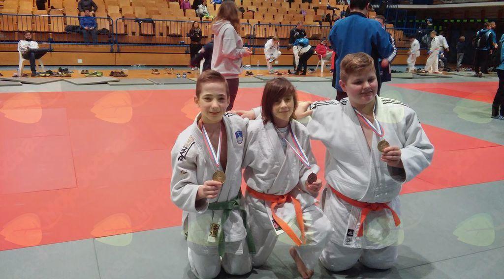 Č E S T I T K A - Judo klubu Oplotnica