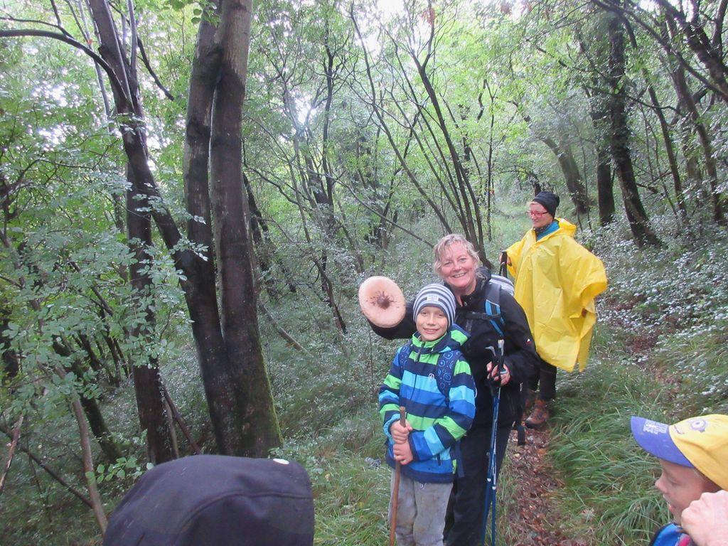 Veselje ob prvem dežniku. Foto: Valter Reščič