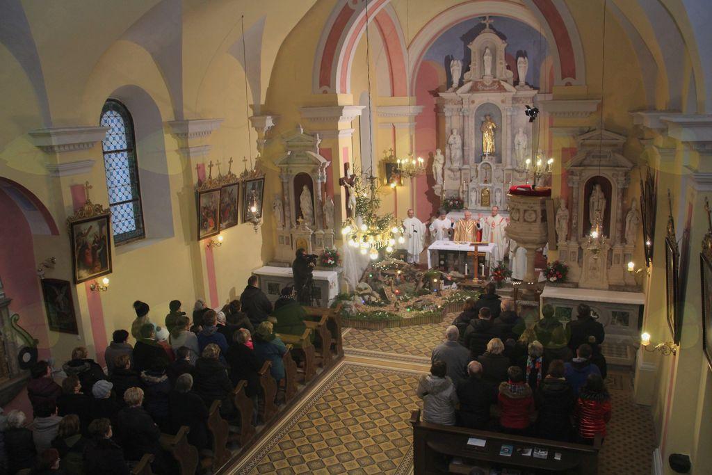 Verno ljudstvo v cerkvi Sv. Antona Padovanskega