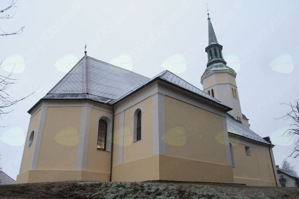 Svatovsko oblečena župnijska cerkev v Štangi