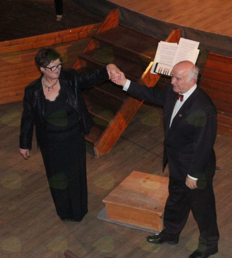 Vodji obeh zborov: Marija Celestina in prof. Milivoj Šurbek