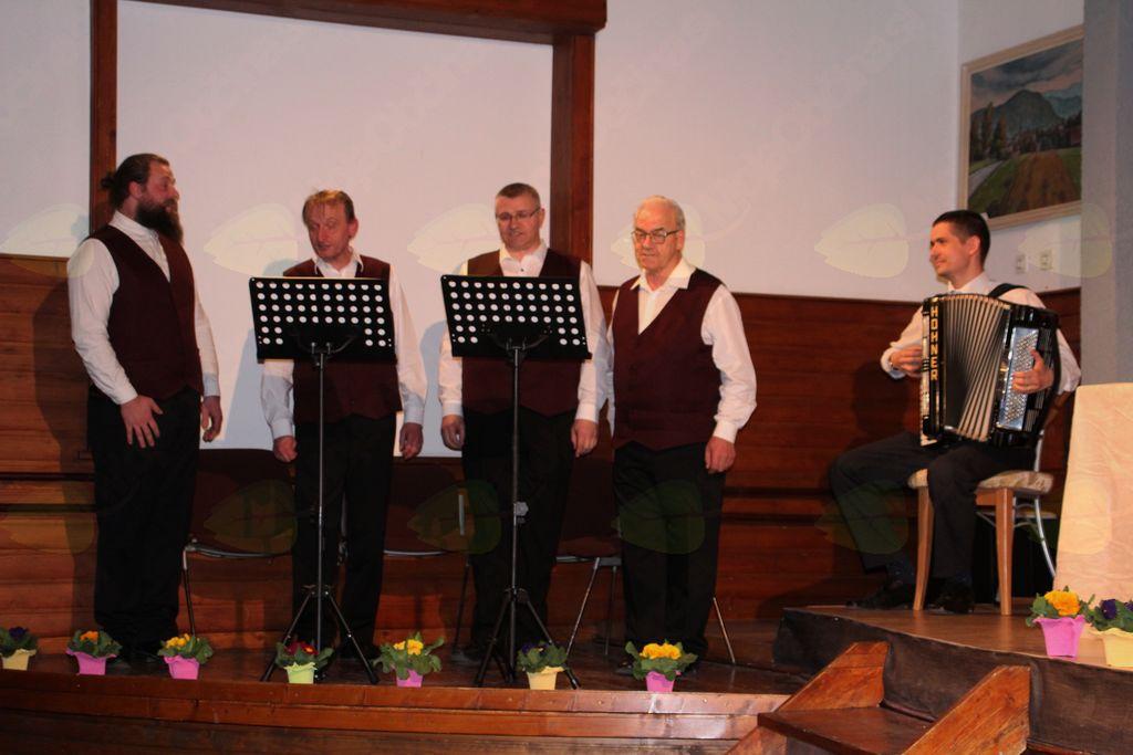 Kvartet Fantje od fare in harmonikar g. Tomaž Kosem