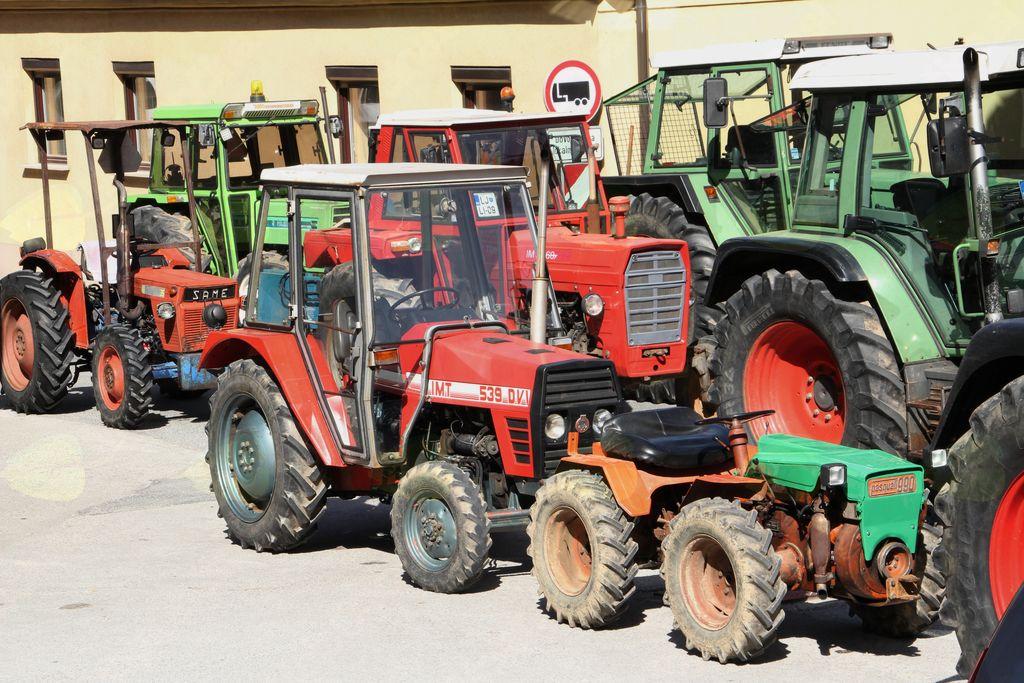Blagoslov traktorjev in traktoristov