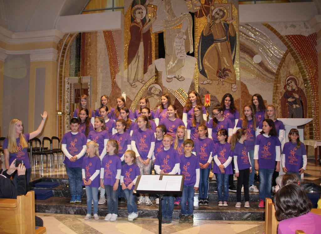 Nikolajev otroški pevski zbor, Litija