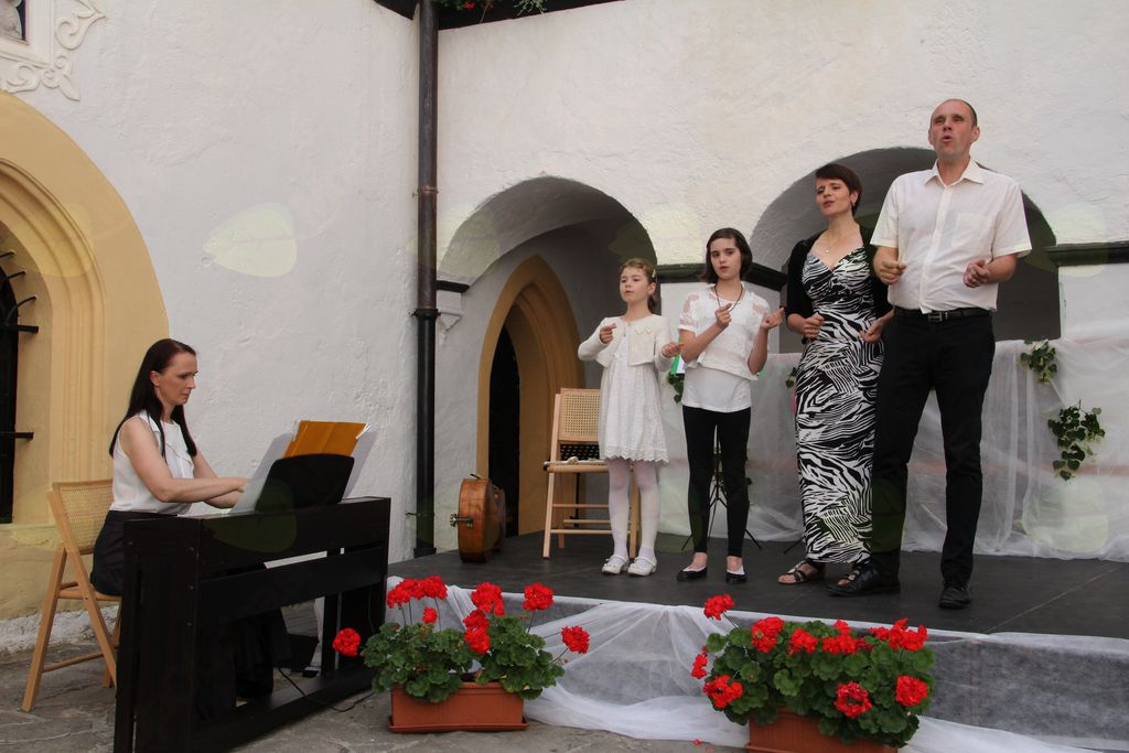 Družina Sojar Voglar, Ljubljana - spremlja jih ga. Urška Vidic