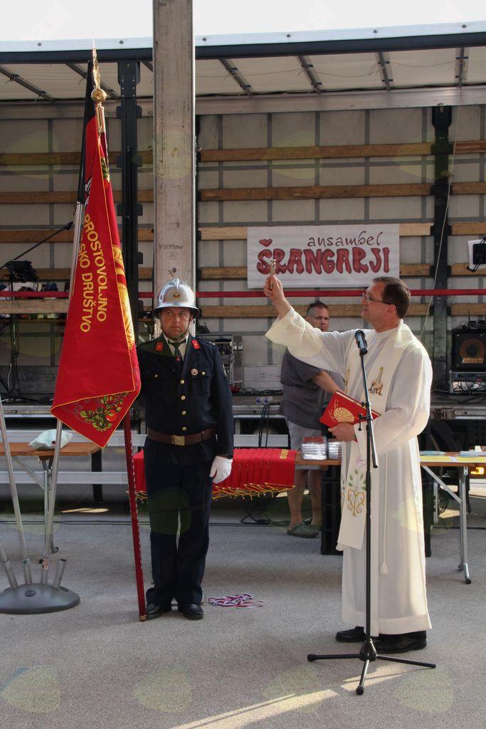 Blagoslov praporja je opravil g. Janez Kvaternik