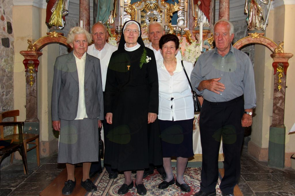 s. Mihaela z rodnimi sestrami in brati